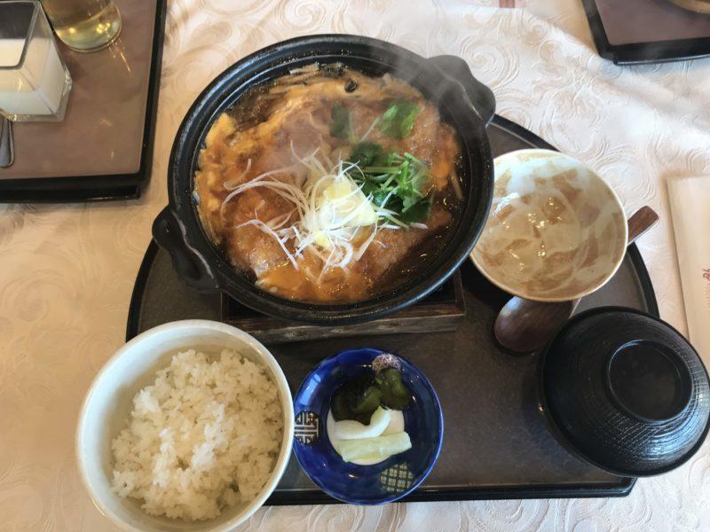皆川城カントリークラブのお昼ご飯のカツ煮定食
