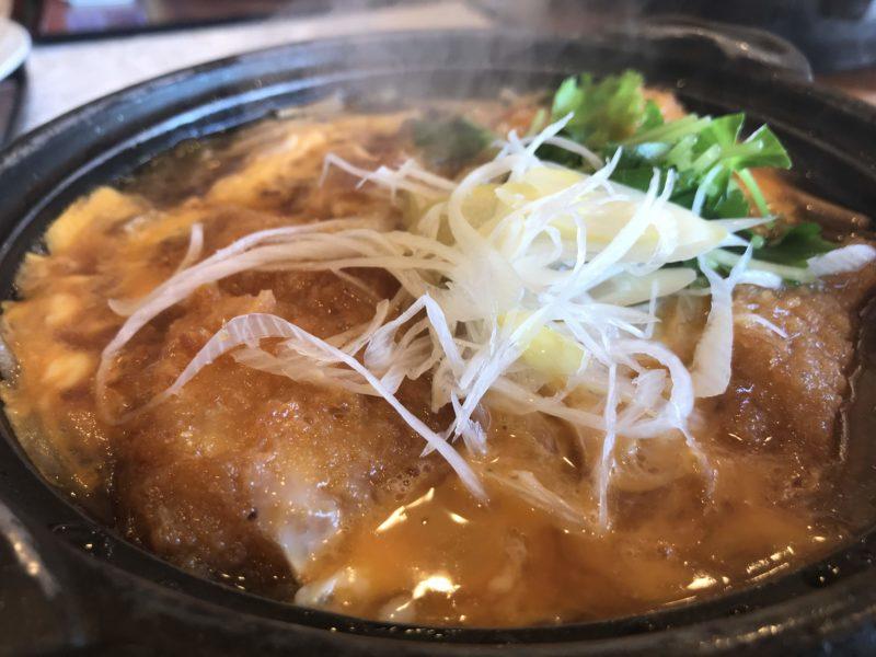 皆川城カントリークラブのカツ煮定食