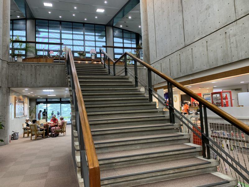 鹿沼プレミアゴルフ倶楽部の階段